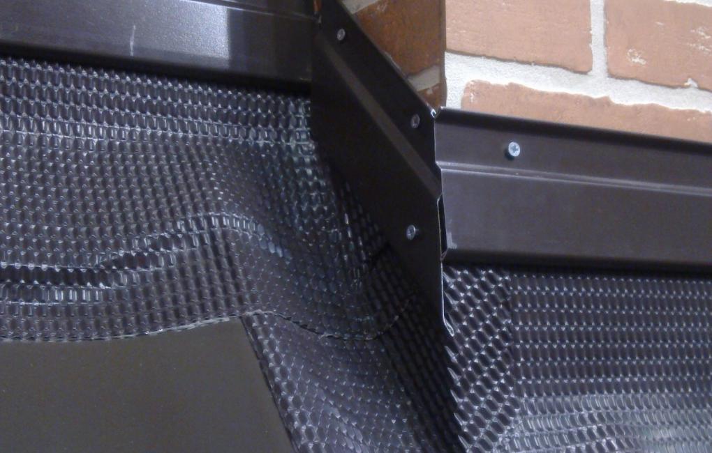 Замества обшивките от ламарина при керемидени покриви